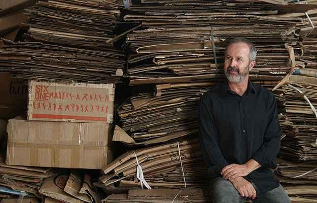Domingos Tótora desenvolveu tecnologia própria para processar o papel, sua matéria-prima preferida - Domingos Tótora/Divulgação
