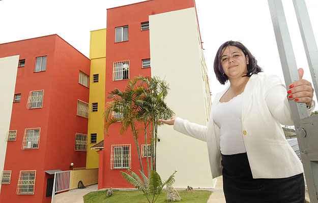 Natália de Souza, da Wilma Imoveis, apresenta o Residencial Rio Senna, erguido em grande terreno no Bairro Riacho das Pedras (Jair Amaral/EM/D.A Press )