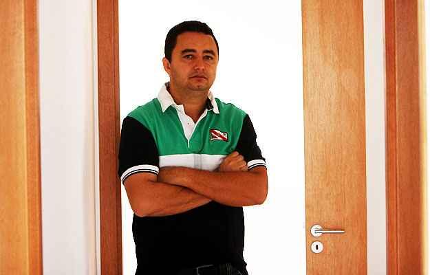 O representante comercial Marcelo Alves de Souza preferiu comprar um apartamento, por considerar que a aquisição é o melhor investimento (Edésio Ferreira/ EM/ D.A PRESS )