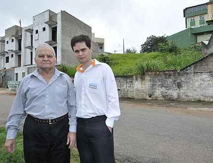 Rodrigo de Castro (D) ao lado do pai, Edgar, fundador da Edgar Imóveis: