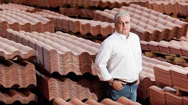 Na avaliação de Eder Ferreira Campos, diretor-executivo da PreconVC, o telhado de PVC é mais leve, durável e de fácil instalação</p> <p>(Precon/Divulgação)