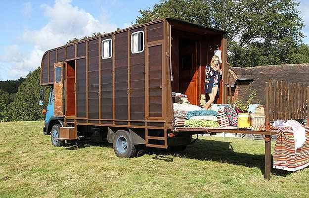 Casal Transforma Quarto Em Cafeteria ~ Casal transforma antiga baia de cavalo em charmoso quarto de hotel