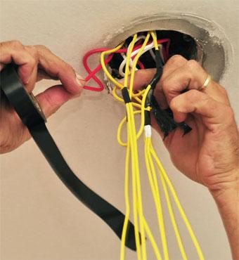 Maridos de aluguel prestam serviços como manutenção e consertos  (Eduardo Almeida/RA Studio)