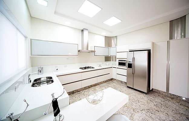 Cozinha projetada com paredes e revestimentos de drywall RU (Knauf/Divulgação)