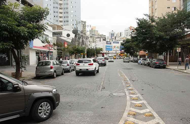 A Avenida Mário Werneck é uma das mais movimentadas vias que cortam o bairro - Edésio Ferreira/EM/D.A Press