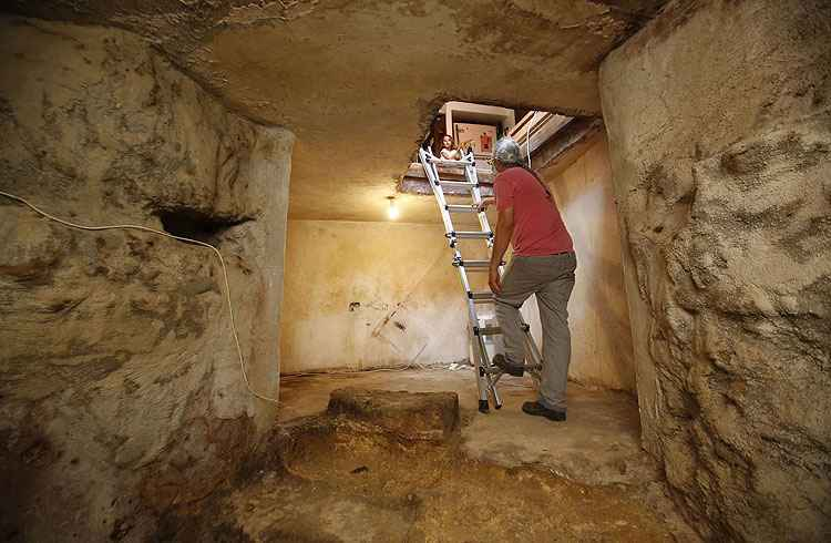 Fam�lia de Jerusal�m encontra banheiro datado do s�culo 1 embaixo de casa