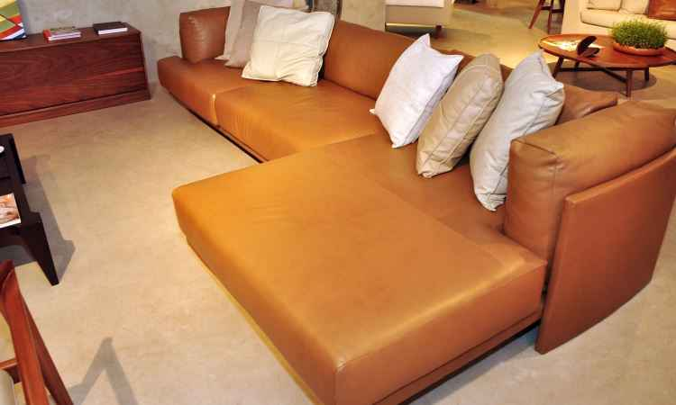 É importante limpeza e hidratação frequente do sofá para que ele se conserve belo por muito tempo - Eduardo de Almeida/RA Studio 22/12/2011