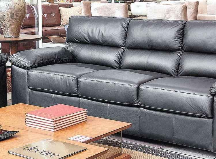 Higienização do sofá a cada seis meses combate ácaros, germes e bactérias; saiba fazer!