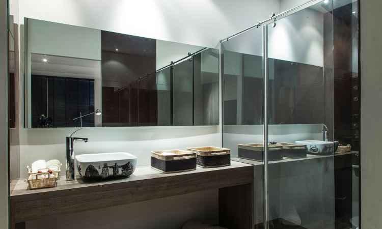 Ousadia chega ao banheiro com modelo de box decorado, estampado ou desenhado
