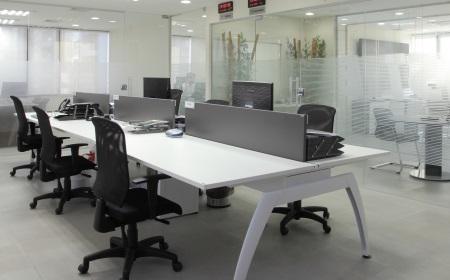 Nos ambientes de uma organização, privilegie a funcionalidade e fique atento ao projeto luminotécnico  - Hamilton Penna/Divulgação