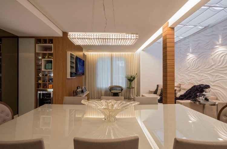 A cortina de teto é um recurso que pode ser aplicado onde houver janelas e painéis de vidro - Daniel Mansur/Divulgação