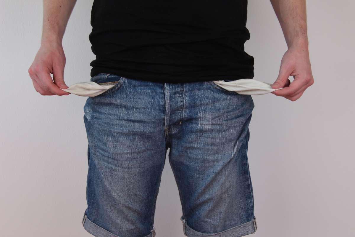 Com a crise econômica, muitas pessoas deixam de pagar a taxa de condomínio. -