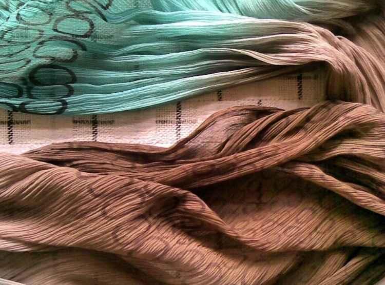 Tapetes, cortinas e almofadas ganham vida nova nas mãos de designer