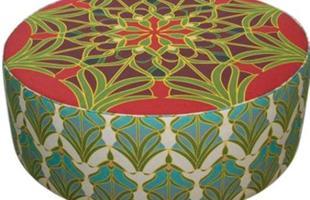 Estampas voltam à decoração em tecidos, móveis, adornos e até como revestimento. Tecnologia permite várias combinações em casa