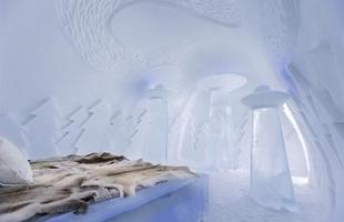 Em 2013, o Icehotel conta com 65 quartos, cada um criado exclusivamente por um artista diferente. Até abril, a construção temporária deve atrair cerca de 50 mil pessoas