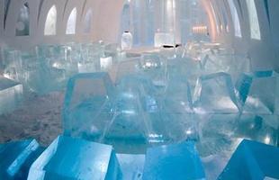 O hotel de gelo é construído na Suécia desde 1990. Na foto, Icehotel de 2012