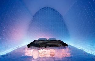 O hotel de gelo é construído na Suécia desde 1990. Na foto, Icehotel de 2011