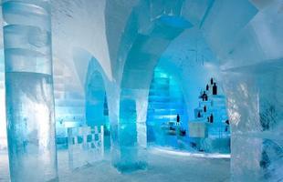O hotel de gelo é construído desde 1990. Na foto, Icehotel de 2010