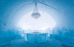O hotel de gelo é construído desde 1990. Na foto, Icehotel de 2009