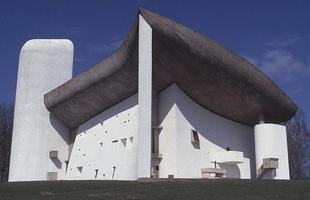 A capela Ronchamp, de Le Courbusier, teve sua réplica em Zhengzhou, derrubada por uma ação da fundação do arquiteto