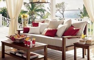 Uso de namoradeiras na decoração residencial ganha força em projetos clássicos e até mesmo modernos. Diversidade de acabamento mudou visual e características do móvel