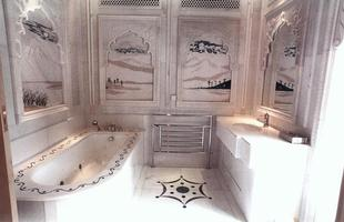 Kensington Palace Gardens, em Londres, Inglaterra. O proprietário é Lakshmi Mittal, com fortuna estimada em US$16,5 bilhões. A propriedade foi avaliada em US$ 222 milhões