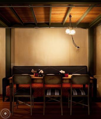 Sócios desde 2004, os arquitetos Cristiano Sá Motta e Ricardo Gruner têm assinado vários projetos que primam pela autenticidade e personalização, entre propostas para restaurantes badalados, lojas, casas e apartamentos. Para eles, tendência é respeitar a identidade de cada cliente
