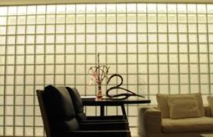 Integração e criatividade fazem parte da decoração do pequeno apartamento que conquista cada vez mais adeptos. Na foto, Loft 500, ambiente de autoria de Pedro Lázaro na Casa Cor Minas 2010