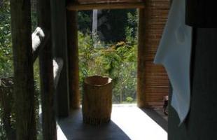 Este spa assinado pela marca francesa L'Occitane en Provence, localizado na pousada Capim do Mato, na Serra do Cipó, faz a sintonia perfeita entre arquitetura, bem-estar e natureza. A construção se aninha entre a vegetação nativa e as montanhas mineiras, oferecendo aos usuários momentos de tranquilidade e relaxamento total