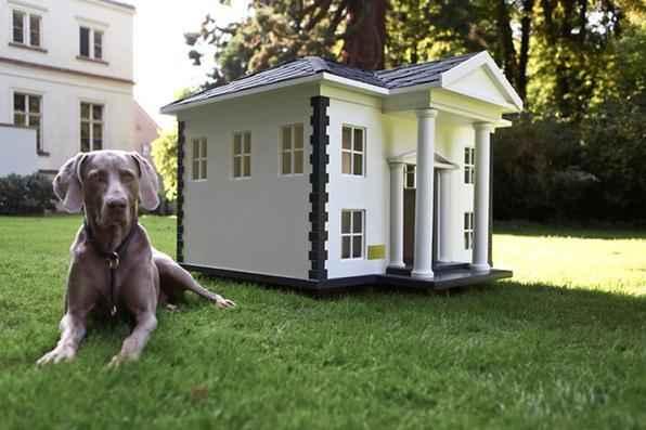 A empresa alemã Best Friend's Home criou casas de cachorro que lembram belas mansões em miniatura. Para quem gosta de cães e design, as casinhas oferecem a oportunidade de levar o bom da arquitetura para esses amigos fiéis. Na foto, o modelo Alabama