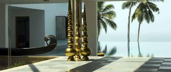 Esta morada de férias na costa indiana foi concebida para observar e vivenciar a natureza. O lar construído para ser desfrutado em dias de folga parece um cenário cinematográfico