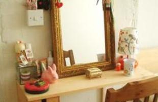 Penteadeiras ganham força na decoração com novos desenhos e acabamentos que encantam o público feminino. Peça criada no século 15 é ideal para quem não tem pressa de se arrumar