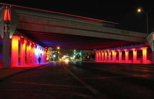 Em 'Light Channels', ele também já tinha dado cara nova a passagens e canais em San Antonio, no Texas