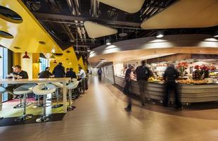 A nova sede do Google na Irlanda mostra como arquitetura e design podem criar um rico ambiente de trabalho. O conjunto composto de quatro edifícios valoriza espaços orgânicos e fluidos distribuídos em 47 mil m²