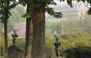 Projetos paisagísticos de vários países são retratados em exposição e servem de inspiração para propostas que buscam integração dos jardins ao dia a dia das pessoas. Trabalho 'Os jardins fazem a cidade', do fotógrafo francês Michel Corbou, reúne 69 imagens de paisagens de todo o mundo