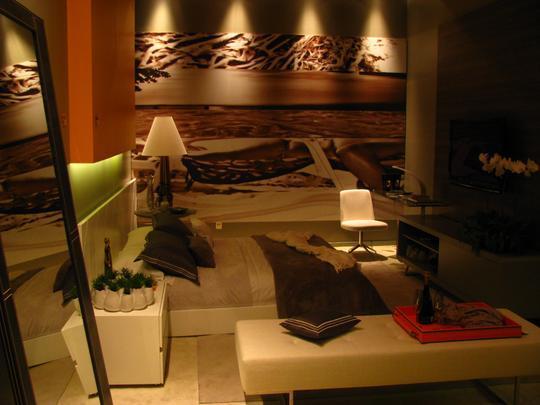 A mostra anual de decoração e design da Lider Interiores chega à 12ª edição, na capital mineira, com a temática hi-lo, que valoriza o equilíbrio entre opostos. Chique e econômico se unem em ambientes cheios de estilo e personalidade. Na foto, Quarto do Jovem Casal, projeto de Adriana Ferreira