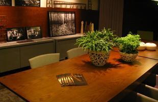 A mostra anual de decoração e design da Lider Interiores chega à 12ª edição, na capital mineira, com a temática hi-lo, que valoriza o equilíbrio entre opostos. Chique e econômico se unem em ambientes cheios de estilo e personalidade. Na foto, Sala de Jantar, projeto de Beth Marquez e Thiago Marquez