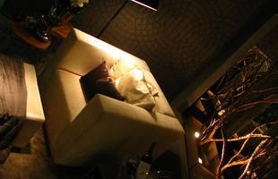 A mostra anual de decoração e design da Lider Interiores chega à 12ª edição, na capital mineira, com a temática hi-lo, que valoriza o equilíbrio entre opostos. Chique e econômico se unem em ambientes cheios de estilo e personalidade. Na foto, Vitrine Exclusive, projeto de Isabella Magalhães