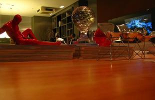 A mostra anual de decoração e design da Lider Interiores chega à 12ª edição, na capital mineira, com a temática hi-lo, que valoriza o equilíbrio entre opostos. Chique e econômico se unem em ambientes cheios de estilo e personalidade. Na foto, Loft do Casal, projeto de Márcia Carvalhaes