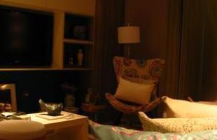 A mostra anual de decoração e design da Lider Interiores chega à 12ª edição, na capital mineira, com a temática hi-lo, que valoriza o equilíbrio entre opostos. Chique e econômico se unem em ambientes cheios de estilo e personalidade. Na foto, Sala do Jovem Casal, projeto de Mariana Borges e Thaysa Godoy