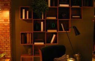 A mostra anual de decoração e design da Lider Interiores chega à 12ª edição, na capital mineira, com a temática hi-lo, que valoriza o equilíbrio entre opostos. Chique e econômico se unem em ambientes cheios de estilo e personalidade. Na foto, Sala de Estar e Conversação, projeto de Marina Dubal