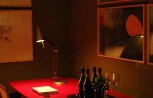 A mostra anual de decoração e design da Lider Interiores chega à 12ª edição, na capital mineira, com a temática hi-lo, que valoriza o equilíbrio entre opostos. Chique e econômico se unem em ambientes cheios de estilo e personalidade. Na foto, Living com Adega, projeto de Nara Cunha