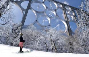 Algumas pontes, além de unir um lugar ao outro, são incríveis obras de arte que atraem turistas de todo o mundo. Ao atravessá-las, os pedestres adquirem uma experiência única. Na foto, Solar Wind