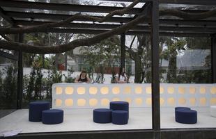 A Casa Cor Minas Gerais chega à 19ª edição em 2013 com uma homenagem a Oscar Niemeyer. A mostra ocupa uma casa projetada pelo arquiteto e datada de 1954, voltando à Pampulha. Com 35 ambientes onde predomina o tom modernista, este ano o evento está menos monumental para ganhar um clima mais intimista, em propostas que primam pela criatividade e o aconchego (Foto: Thiago Ventura/EM/D.A Press)