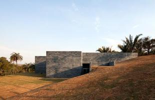 A arquitetura brasileira marca presença em exposição no museu de Frankfurt. Trabalhos de jovens profissionais brasileiros podem ser vistos na cidade alemã até 2014. Na foto, Galeria Cosmococas, projeto do escritório Arquitetos Associados, no Inhotim