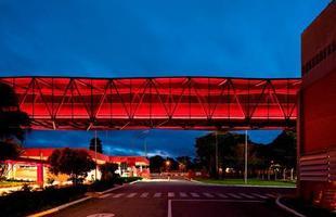 A arquitetura brasileira marca presença em exposição no museu de Frankfurt. Trabalhos de jovens profissionais brasileiros podem ser vistos na cidade alemã até 2014. Na foto, intervenção na fábrica de chocolates da Nestlé em Caçapava (SP), projeto do Metro Arquitetos, construído em 2011