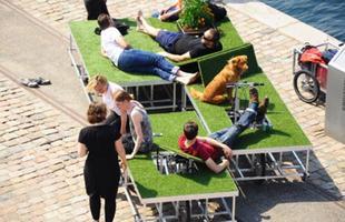 Este parque móvel sobre duas rodas é uma boa opção para estar com a natureza em qualquer parte da cidade. Criada na Dinamarca, área verde instalada em bicicletas permite ficar deitado na grama onde o usuário desejar