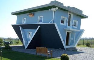 Esta casa construída ao contrário está atraindo turistas na Alemanha. O imóvel, para lá de inusitado, tem movimentado a economia em uma pequena cidade alemã