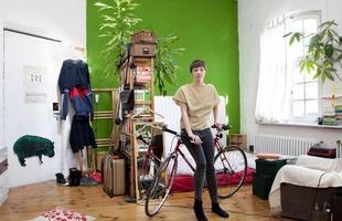 A série de retratos dos fotógrafos italianos Gabriele Galimberti e Edoardo Dilelle reflete sobre a vida de mulheres em várias partes do mundo com base em seu espaço mais íntimo, o quarto. Na foto, Celine, 22 anos, Alemanha