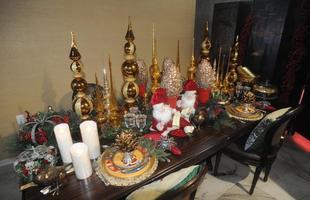Decoradora propõe mesa de Natal que mescla o clássico à criatividade na composição. Denise Magalhães aposta na releitura das ponteiras para a ornamentação das ceias natalinas e indica o uso de elementos decorativos personalizados que fazem parte de cada família